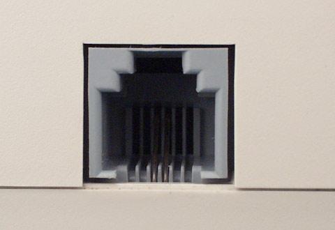 機器に搭載されているアナログ電話線用コネクタ