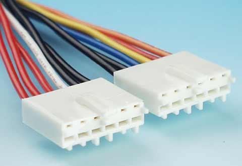 ケーブルに付いているATマザーボード用電源コネクタ