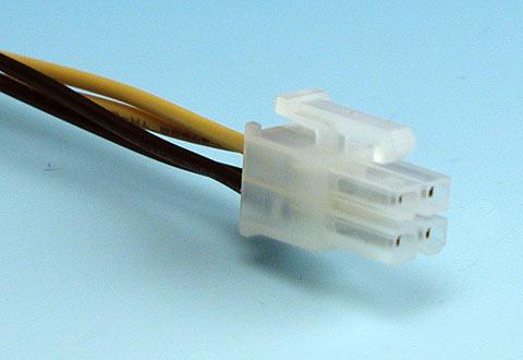 ケーブルに付いているATX12V電源コネクタ