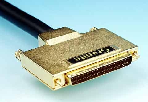 ケーブルに付いているSCSI標準ハーフピッチコネクタ(Wide)