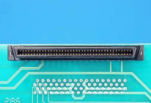 ケーブルに付いているSCA-2コネクタ