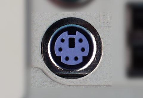 PCに搭載されているPS/2キーボードコネクタ