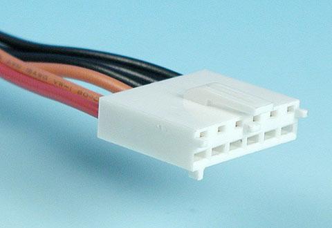 ケーブルに付いているATX補助電源コネクタ