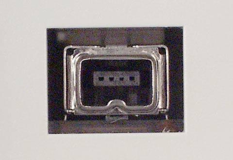 PCや機器に搭載されているIEEE 1394(4ピン)のコネクターの写真
