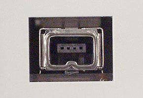 IEEE 1394(4ピン)の周辺機器側コネクタ