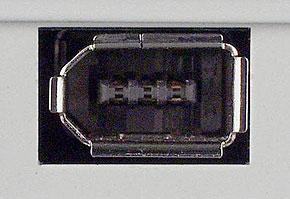 IEEE 1394(6ピン)の周辺機器側コネクタ