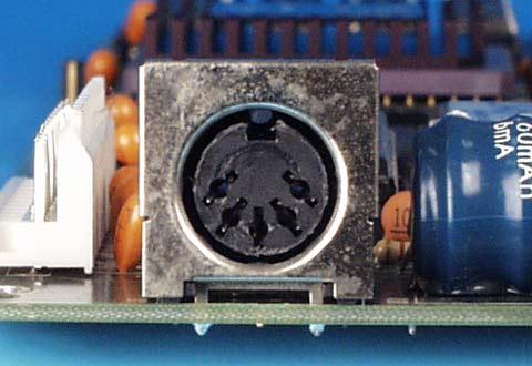 PCに搭載されているATキーボードコネクタ