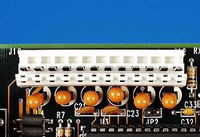 機器に搭載されているATマザーボード用電源コネクタ