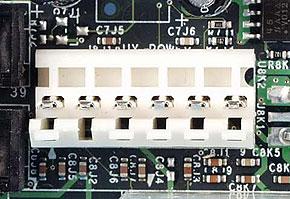 機器に搭載されているATX補助電源コネクタ