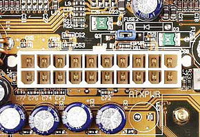 機器に搭載されているATXメイン電源コネクタ