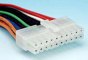 ケーブルに付いているATXメイン電源コネクタ