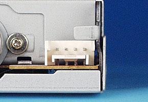 機器に搭載されているフロッピードライブ用電源コネクタ