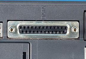 シリアルポート(25ピン/周辺機器側)の機器側コネクタ
