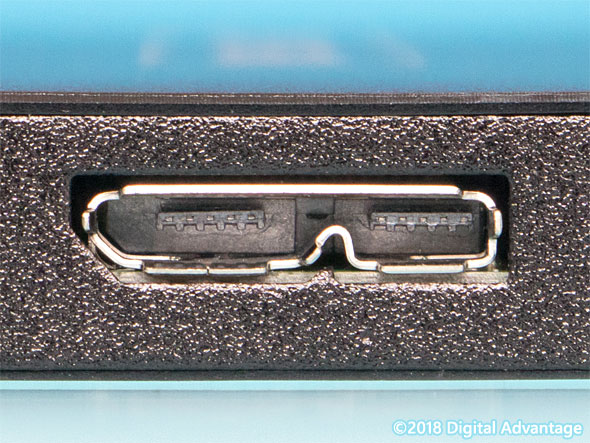 機器に搭載されているUSB 3.x Micro-B(マイクロB)のコネクター(レセプタクル)の写真