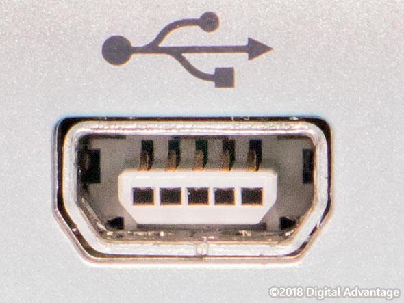 機器に搭載されているUSB 2.0 Mini-AB(ミニAB)のコネクター(レセプタクル)の写真