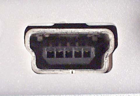 機器に搭載されているUSB 2.0 Mini-B(ミニB)のコネクター(レセプタクル)の写真