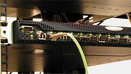 写真3 光ファイバケーブルの取り付け(LCコネクタ)