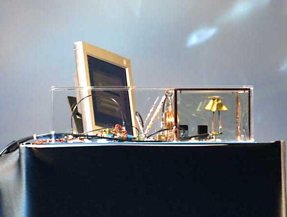 IDF Japan 2002 Springで公開したUWBの技術デモ