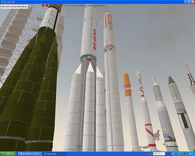 画面1:International Spaceflight Museum(宇宙船ミュージアム)は世界各国の実物大ロケットが展示されている。実に壮観な眺め。シャトルのコックピットも体験できる。ここはボランティアと寄付で運営されているので無料で堪能できる。