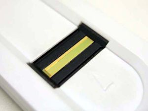 ライン・センサータイプの指紋認証デバイス