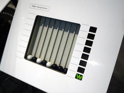 端末の受信器に到達すると、送られたデータが読み取られて表示される