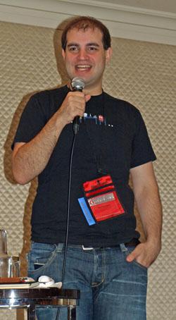 写真1 インターネット全体に影響のあるDNSの脆弱性の問題と、解決までの道を語ったダン・カミンスキー氏
