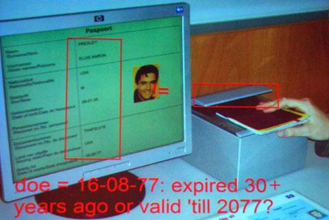 写真2 電子パスポートを空港の読み取り機でチェックした映像