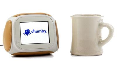 マグカップや目覚まし時計ほどの大きさのchumby 参照:chumby——米国生まれの情報端末に家電の未来を見る