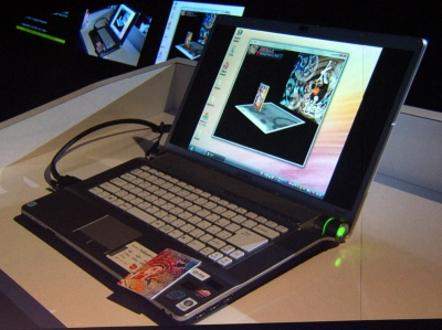 ソニーのVAIOに搭載されたFeliCaリーダーで、カードに内蔵されたICタグを読み込ませるAIRアプリケーション「AIRメンコ」。ハードウェアを介した機能が実現しやすくなるのもAIRの特徴
