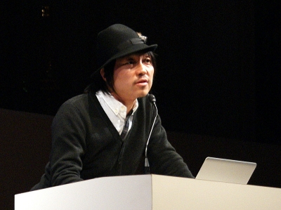 川上俊。アートディレクタ、グラフィックデザイナ。artless Inc.代表
