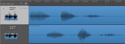 上がiPhoneSkypeの波形で、下がauの波形。140ミリ秒iPhoneSkypeが速い
