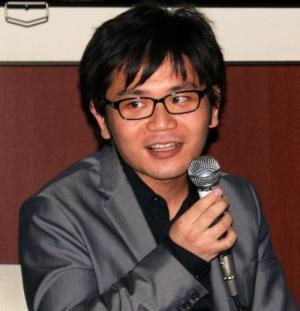 吉岡さんは、相対性理論や時空のゆがみといった専門用語を織り交ぜながら笑顔で解説。どこまでホントなのかさっぱり