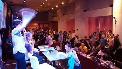 グランプリ発表後は、豪華プレゼントのじゃんけん大会が行われた。賞品は、FONの最新ルータ「ラ・フォネラ2.0」、オライリー・ジャパンの「MAKE Tokyo Meeting 03 Tシャツ」、アコニのデジタル名刺「Poken」、WOMCOMの「Eye-Fi Share」などなど