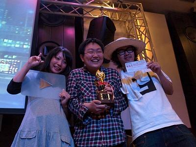 受賞者の記念ショット。左から、カヤックの林真由美さん、チームラボの山本遼さん、AR三兄弟の川田十夢さん