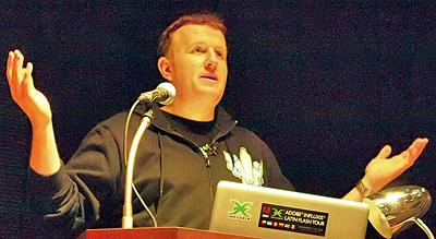 基調講演「Sneak Peek of Max 2009」に登壇中の米アドビ システムズのプラットフォーム・エバンジェリストのLee Brimelow(リー・ブリムロー)氏