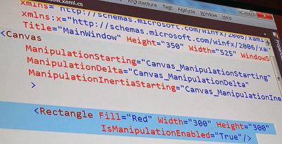 Canvasにイベントハンドラを加えたXAMLコード(RectangleのIsManipulationEnabeledプロパティは残ったままでイベントハンドラのみCanvasに移動している)