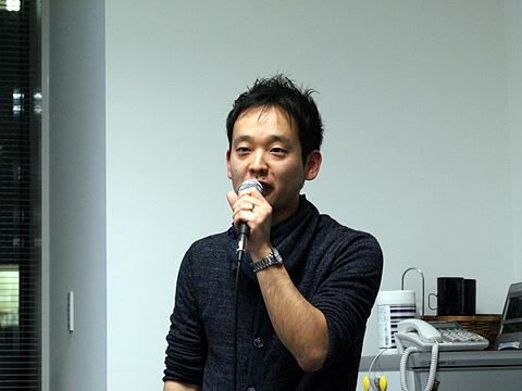 シグマコンサルティングの橋本圭一さん。この日はギターなどの楽器演奏はなし