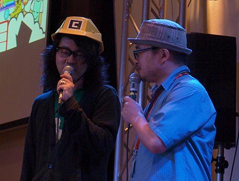 角メットがまぶしい川田十夢さん(左)とオシャレな帽子のテリー植田さん(右)
