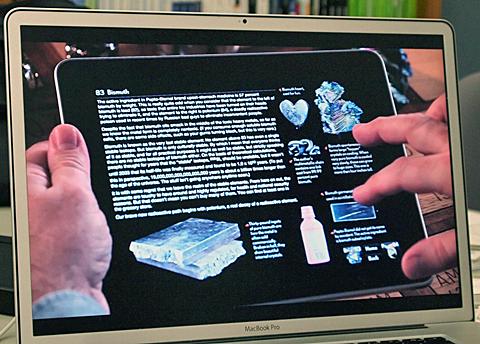 iPadアプリ「元素図鑑」(グレイ氏持参の動画より)