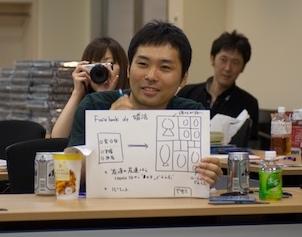 婚活アプリのプレゼンをする矢本さん