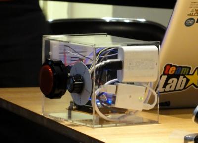 エネループバッテリーも内蔵されており、Wi-Fi環境さえあれば動作する。各機能はmbedと呼ばれるプロトタイピング環境で実現している