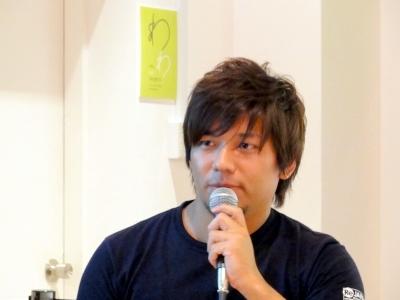 元気いっぱいUNTについて解説するGEOHEXの笹田さん。自分が犬の散歩をするようになってから、どうしても気になってしまうという