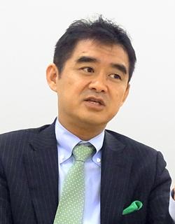平野洋一郎氏