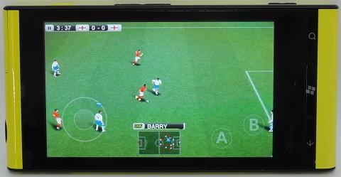 サッカーゲーム「Pro Evolution Soccer 2011」。動きは滑らかで操作も快適