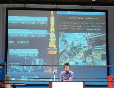 東日本大震災アーカイブのプレゼンテーションを行った渡邉英徳氏。被災者のインタビューも掲載し、被災地の当時だけでなく現在の状況も確認できる。被災地までの距離や状況をどこからでも確認できるARアプリ「eARthquake 311」
