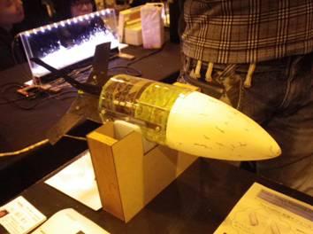 電子回路や羽が開く仕組みなど工夫が凝縮されたロケット