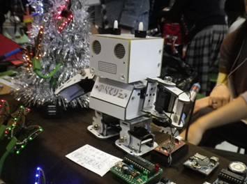 「のらとりえ」の看板ロボット