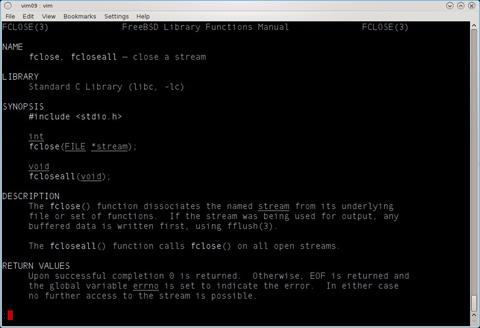 図2 fcloseの上で[Shift]キーを押しながら「k」キーを押したのでfclose(3)のマニュアルが表示される。クリックすると拡大