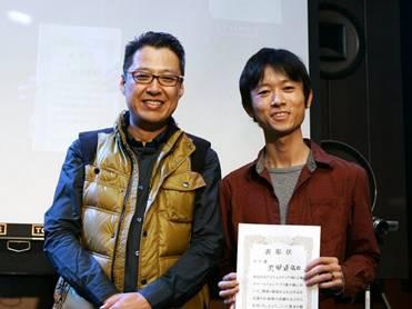 モテ賞を受賞した池田氏(右)とプレゼンターの大場氏(左)