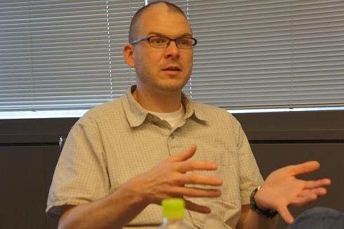 まだ公表前のオープンソースプロジェクト「brackets」を、楽しそうに話すマイク・チャンバーズ氏